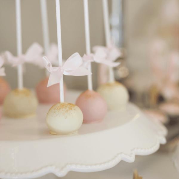 tort na imprezie urodzinowej